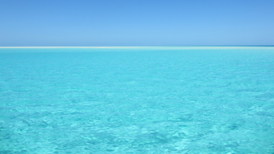 why the cancun ocean is turquoise?
