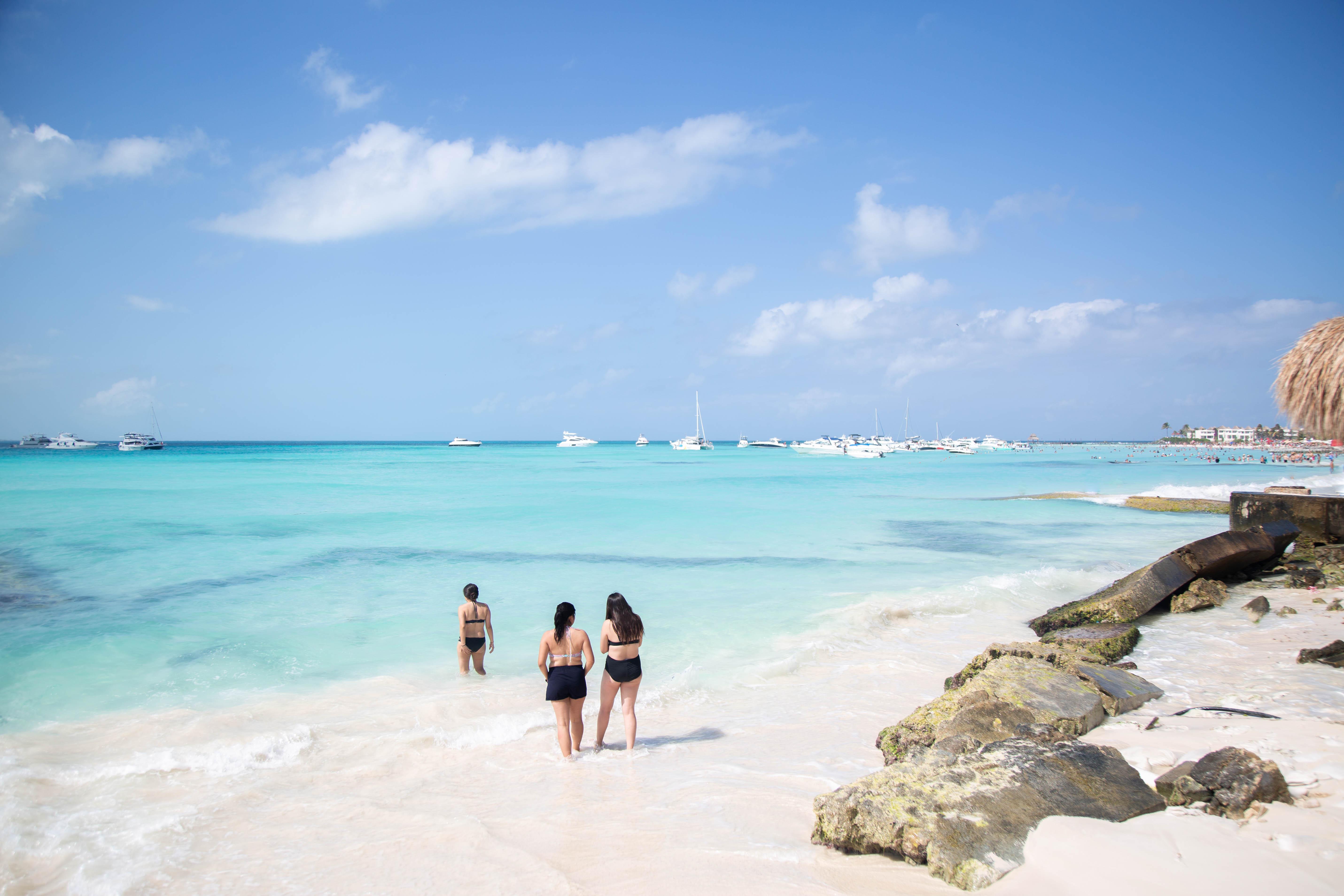 3 Girls at Playa Norte beach in Isla Mujeres